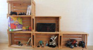 reol af æblekasser til børneværelset